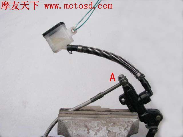 油压碟刹进空气的排气方法 - nantian-baiyu - 南霸天